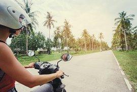 Na motorce po severním Thajsku: Za horským kmenem do vesnice Akhů a bizarním uměním…