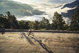 Tour of Dragon: Extrémní cyklistický závod v bhútánských velehorách s převýšením 7500 metrů