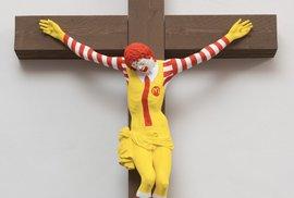 Hnutí Slušní lidé má izraelské kolegy. Ty rozlítilo ukřižování klauna z McDonald's