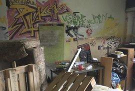 """Bordel na Klinice: tenhle chlív byl """"domovem"""" aktivistů"""