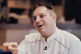 Michelinský kuchař světových hvězd vsadil na Prahu, v hlavním městě tvoří jídla na gramofonu