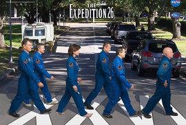 Plakáty k misím NASA plné narážek na populární kulturu