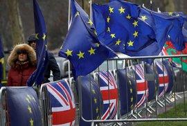 Británie zvažuje zrušení volného pohybu občanů EU, po třech měsících budou třeba drahá víza