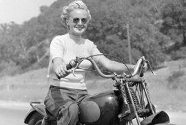Rebelky bez příčiny: Unikátní fotografie ženského motorkářského gangu ze 40. let
