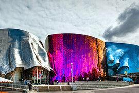 2. Muzeum populární kultury vSeattlu ve Spojených státech amerických je inspirováno energií rockové hudby.