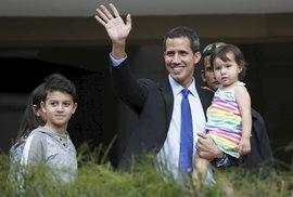 Opoziční lídr Juan Guaidó s dcerou