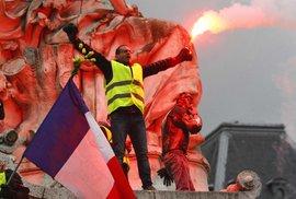 Žluté vesty už do centra Paříže nesmějí. Úřady jim to po drancování na Champs-Elysées …
