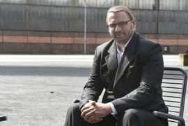 Poslanec Volný z SPD chtěl, aby s ním šel někdo ven. Nikdo nešel, tak je venku od…
