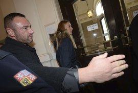 Petra Kvitová opouští budovu soudu v Brně, kde vypovídala proti obviněnému Radimu Žondrovi