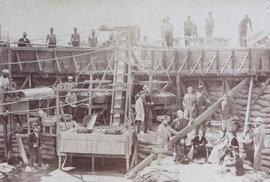 Bohatství, nebo smrt? Unikátní historické fotografie ukazují místo, kde se umíralo při těžbě diamantů