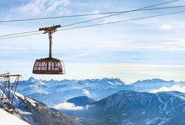 Adrenalin před adrenalinem: Extrémní lanovky, které spolehlivě zvýší váš tep ještě před sjezdem hory