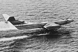 Ekranoplán se mohl jednoduše vyhnout nastraženým minám, byl nedostižitelný pro torpéda a pro radary tehdejší doby téměř neviditelný.