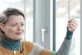 Herečka Stárková: Užívám si své tělo, Most! není Dallas a má jasný konec. Rasistům…
