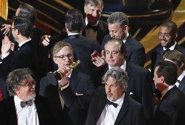 Oscara za nejlepší snímek získala Zelená kniha režiséra Petera Farrellyho