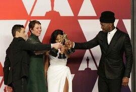 Výsledky předávání cen Oscar 2019: Nejlepším filmem je Zelená kniha. Cenu má i Lady…