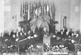 NATO slaví 70 let: Projděte si zásadní milníky jeho historie. Proč aliance není přežitým reliktem studené války?