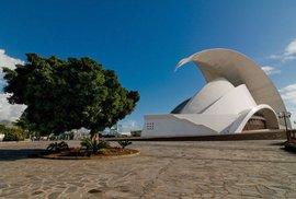 Koncertní síň na Tenerife je příklad postmodeního stylu. Navrhnuta byla architektem Santiago Calatrava.