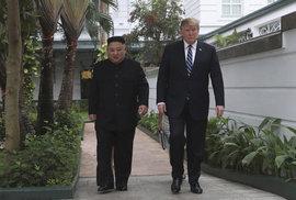 Summit v Hanoji mezi Donaldem Trumpem a Kim Čong-unem pokračuje. Hlavním tématem je denuklearizace, (28.02.2018)