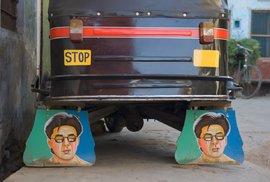 Indičtí řidiči tuk-tuků si svá vozítka zkrášlují obrázky místních celebrit