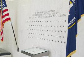 Pamětní zeď CIA v Langley.