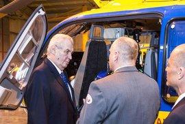 Zeman odletěl ze sjezdu ČSSD vrtulníkem. Ze strachu z muslimských teroristů už zásadně…