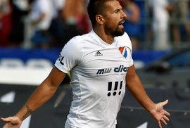 Odezřeno fotbalistům z úst: Může Milan Baroš debatovat s rozhodčím a neříct u toho…