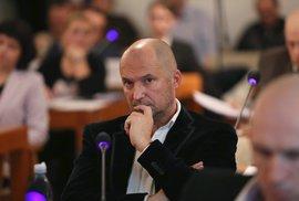 Policejní razie v Brně má první oběť. Obviněného Švachulu z ANO odvolali z dozorčí…