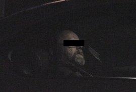 Ve Vršovicích se v pátek v noci střílelo. Zadržený muž měl u sebe brokovnici a pistoli.