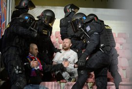 Chuligáni na fotbalových stadionech: Chraňme daňové poplatníky. Žádné dotace klubům, když nezajistí pořádek