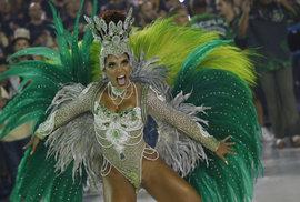 Samba, peří a krásné tanečnice: Ohlédněte se za festivalem v Riu, který prezident i…