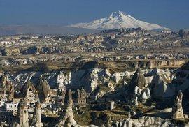 Turecká Kappadokie: Ve stínu sopečných komínů a podzemních měst