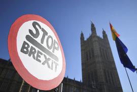 Britští poslanci chystají revoluční krok: Chtějí obejít Mayovou a převzít kontrolu nad brexitem
