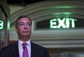 Farageova Strana pro brexit míří k vítězství v eurovolbách, má víc než konzervativci a labouristé dohromady
