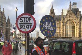 Britští poslanci odmítli neřízený brexit i návrh na jeho odložení. Očekává se vlna…