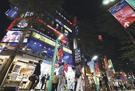 Tchaj-pej ožívá hlavně v noci. Noční trhy i nákupní třídy jsou oblíbené mezi místními i cizinci.