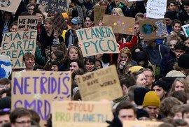Studenti v Praze se 15. března 2019 připojili k celosvětové protestní akci, která má za cíl přimět politiky důsledněji chránit klima a snižovat emise. Protestu se zúčastní mladí lidé z víc než stovky zemí světa v rámci iniciativy Friday for future, při níž studenti od září 2018 protestují po vzoru šestnáctileté švédské studentky Grety Thunbergové.