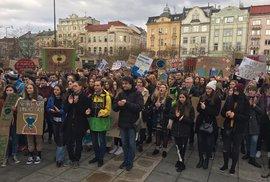 Studenti díky svým protestům definitivně zastavili globální oteplování a zachránili planetu