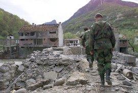Před 20 lety skončila válka v bývalé Jugoslávii: NATO zastavilo útoky a Srbové se začali stahovat z Kosova