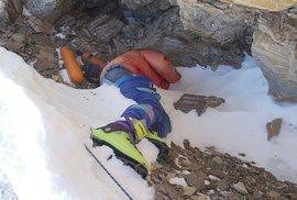Mount Everest odhaluje stále více ostatků zemřelých horolezců. Na vině jsou klimatické změny, mizí led a sníh