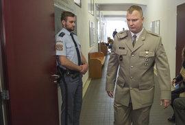 Český voják obžalovaný z terorismu je u soudu. Na Ukrajině se prý zapojil do bojů na straně Ruska