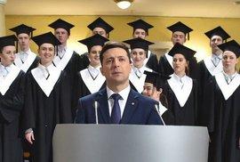 Komik prezidentem. Ukrajinci chtějí změnu za každou cenu, Zelenskyj vypadá neporazitelně