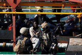 Migranti u břehů Libye unesli loď, přemohla je maltská armáda. Tanker je nyní na Maltě