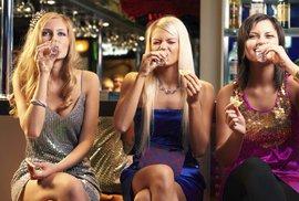 5 způsobů pití vodky: Evropané čistou, Američané s tabascem a Afrika přidává med a limetku