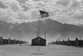 Odloučení v pustině. Snímky z amerických internačních táborů pro Japonce