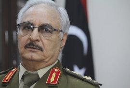 Libyjský polní maršál táhne s armádou na Tripolis, má souhlas arabských států. Zasáhne Itálie?
