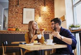 Až třetina žen chodí na rande kvůli jídlu, muž ji přitom nezajímá