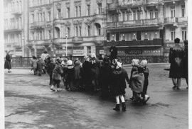 Každodenní život v Československu v 50. letech: Zapomenuté pražské fotografie amerického vojáka