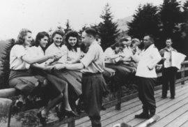 Vraždili i Čechy, pak si užívali. Fotografie z rekreačního střediska nacistů u…