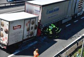 Na dálnici D1 se 15. dubna srazilo nákladní auto s dodávkou.
