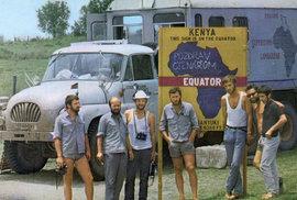 Expedice v Keni překročila rovník. Zleva: J. Vavroušek, L. Kropáček, J. Stöhr, P. Bartůněk, K. Kunz, J. Plaček a M. Topinka. Chybí P. Bárta, který fotografoval.